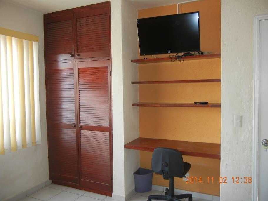 closet, escritorio, tv plana