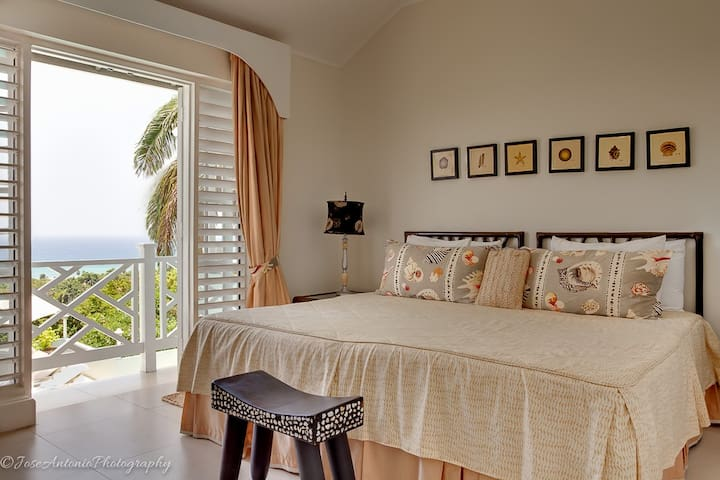 #3 Beachcomber Suite