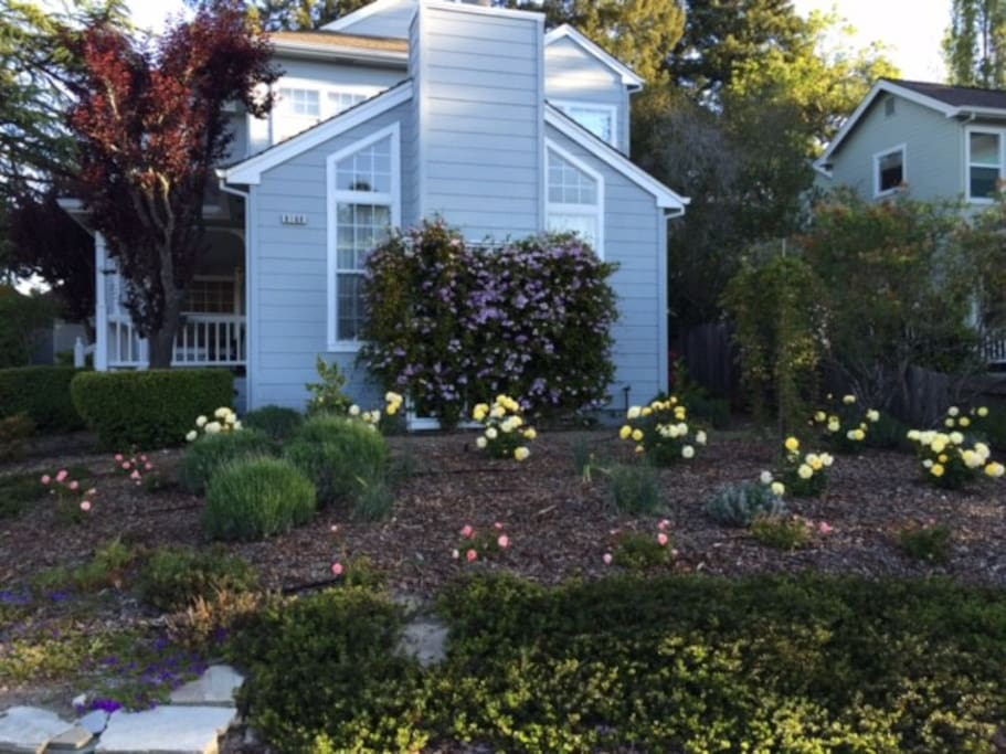 Lovely Sonoma County neighborhood located on cul de sac.  Quiet and inviting.