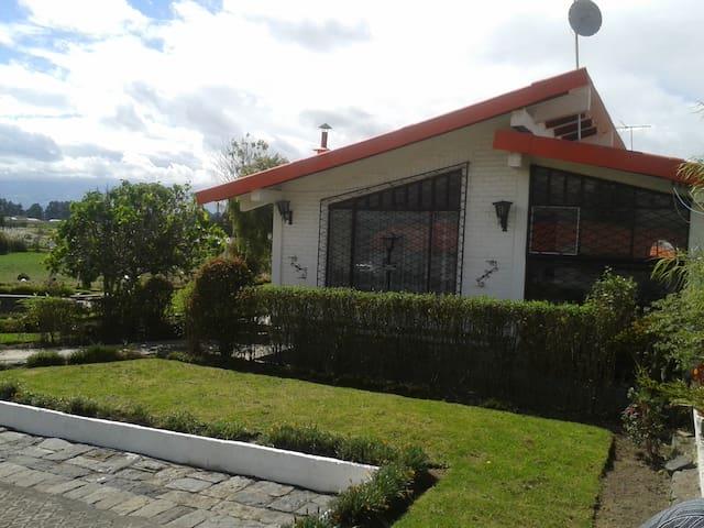 Casa de Campo fuera de la ciudad - Latacunga