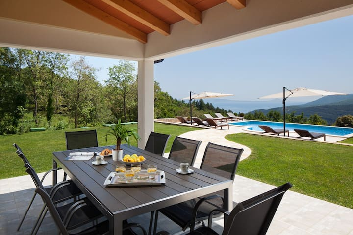 Villa with panoramic view - Labin - Rumah