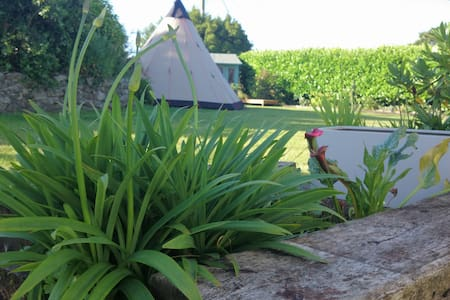 Glamping Tipi with Hot Tub, close to Eden Project. - St Austell - Tipi
