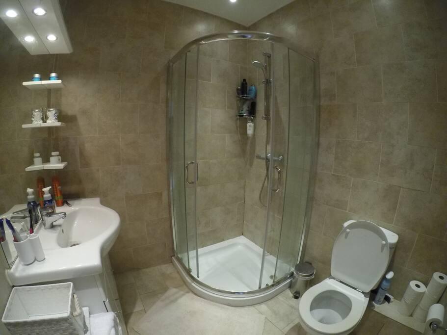 Amenity-included bathroom