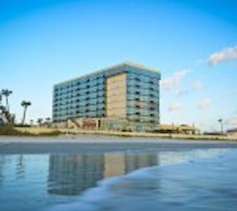 Oceanside Inn - Daytona Beach - Bed & Breakfast