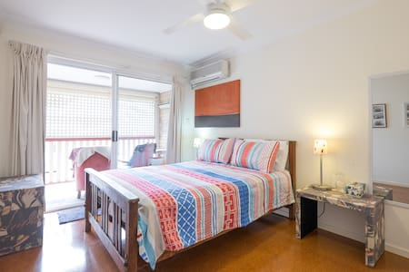 Light and Airy Double Bedroom - Brisbane - Daire