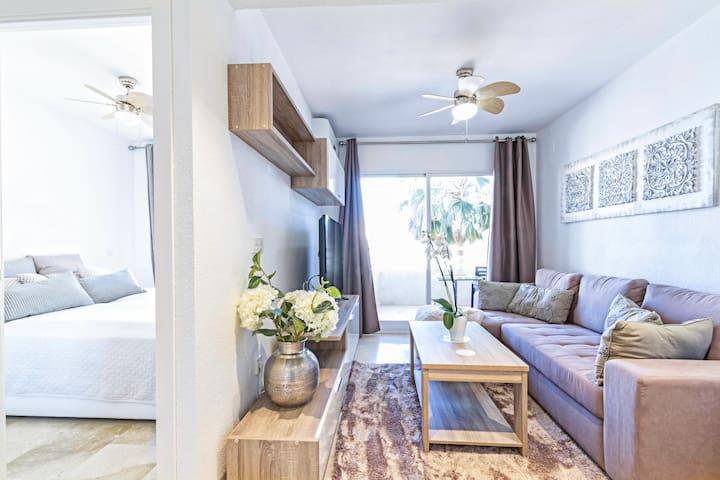 Modern, central 1 bed apartment, near the beach
