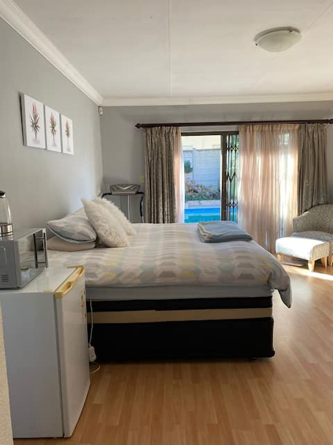 Private Guest room opposite Emerald Resort