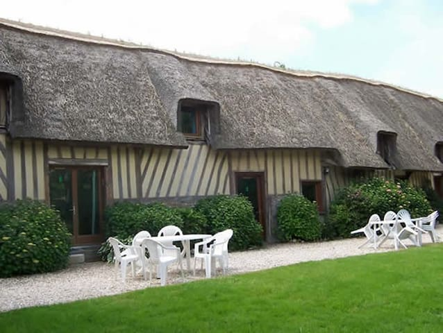 Thatched Cottage: Berville sur Mer