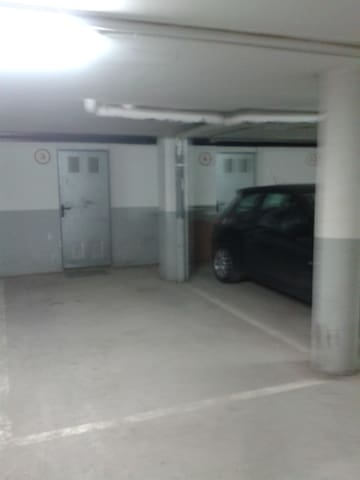 Plaza de garaje y trastero privado.