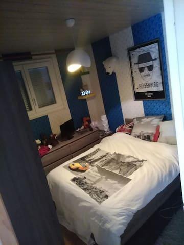 Petite chambre à Sochaux en face du musée Peugeot