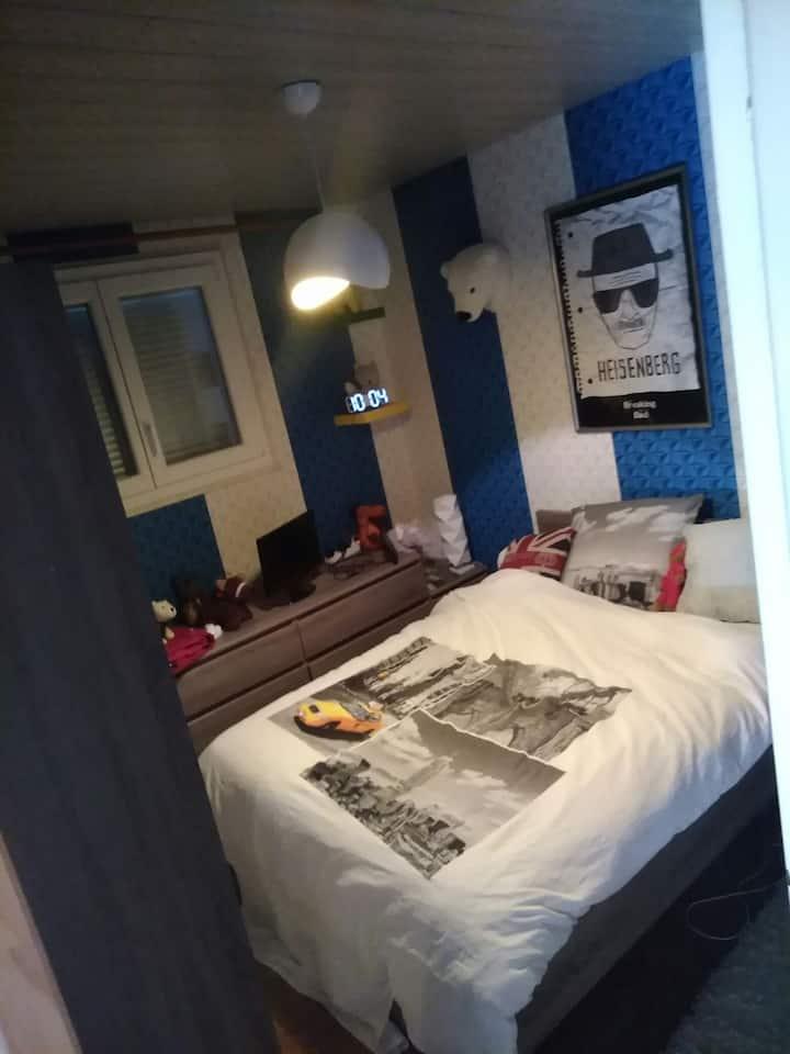 Chambre spacieuse à Sochaux face au musée Peugeot