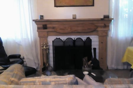 Fire Place Room 10 minutes to Beach