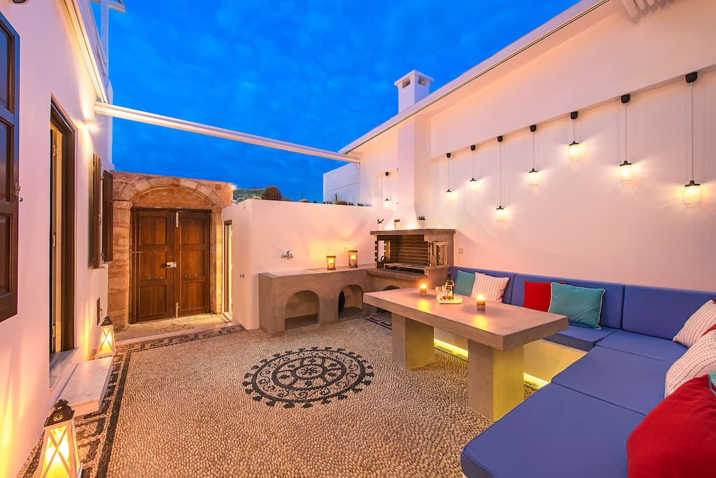 Private Courtyard With Barbecue