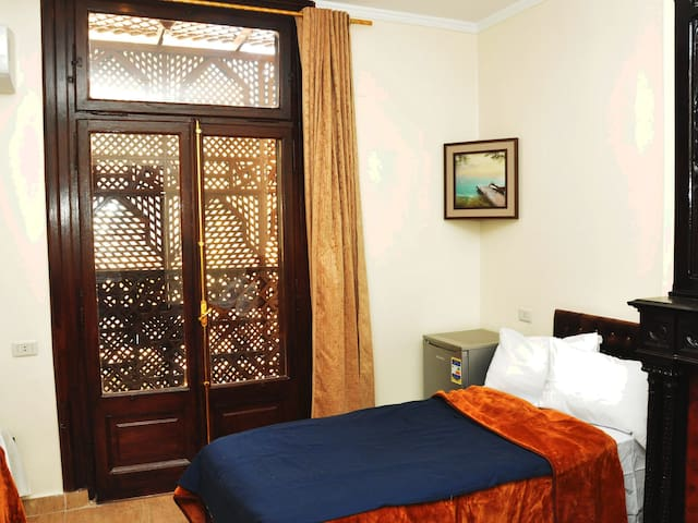 Deluxe Private Room with Balcony - Downtown Cairo