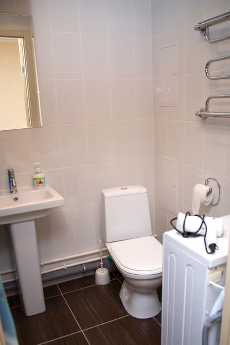 Ванная комната оснащена всем необходимым