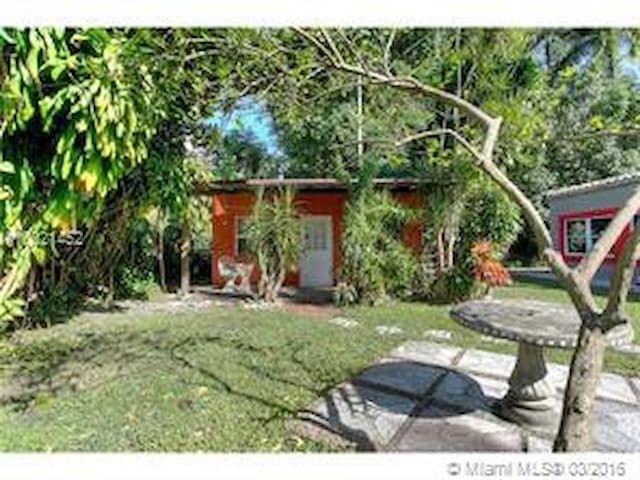 Cozy Cottage Centrally Located