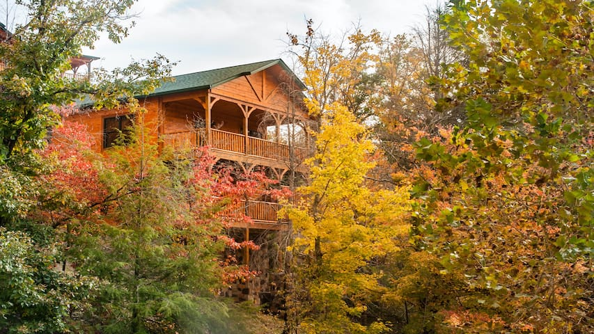 BRAND NEW 2 Bedroom/2 story Cabin Gatlinburg Falls
