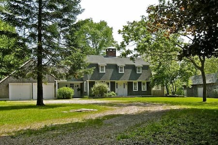 Large estate with pond near beaches - Hopkinton
