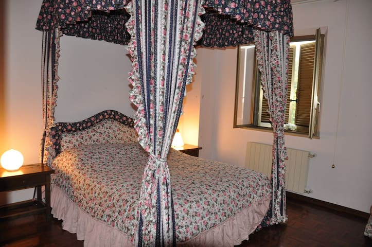 B&B Lucy a 20 minuti dalle Grotte di Frasassi. - Vallemontagnana - Bed & Breakfast