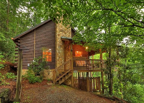 Unobstructed views, hot tub, loft, & fireplace!