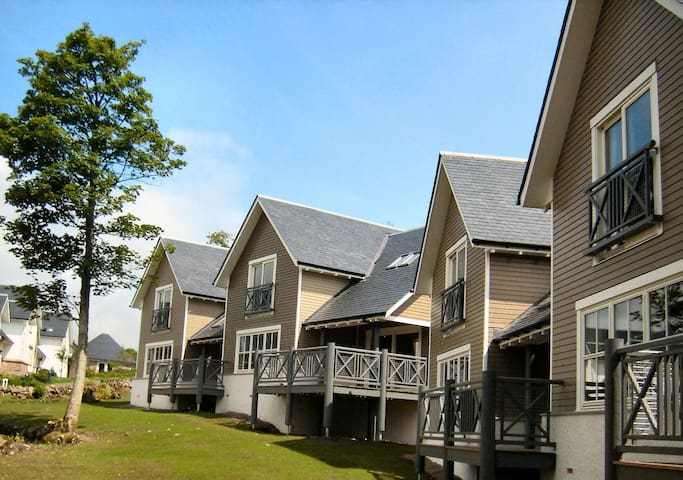 Crieff Lodges, luxury self catering sleeps 8