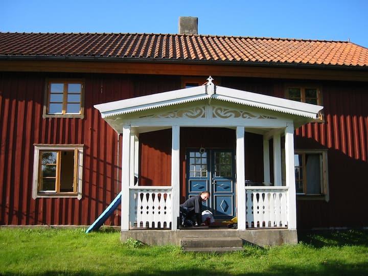 Schwedisches Landhaus im Grünen mit Sonnenterrasse