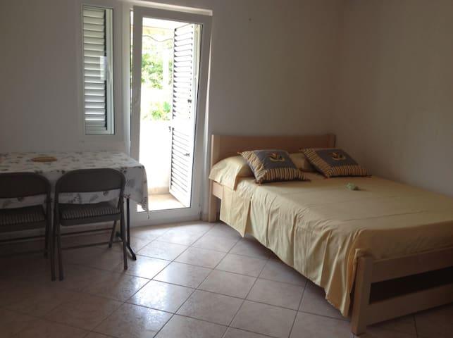 Villa Maria, Studio Citrus - Veli Iž - Apartment