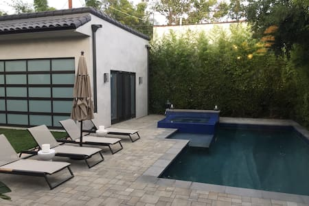 Mid-Century dream home with pool