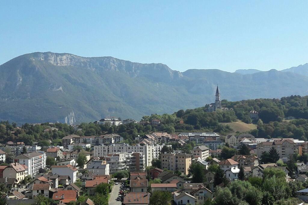 Localisation parfaite à l'entrée de la vielle ville d'Annecy (vue  réelle depuis l'appartement)