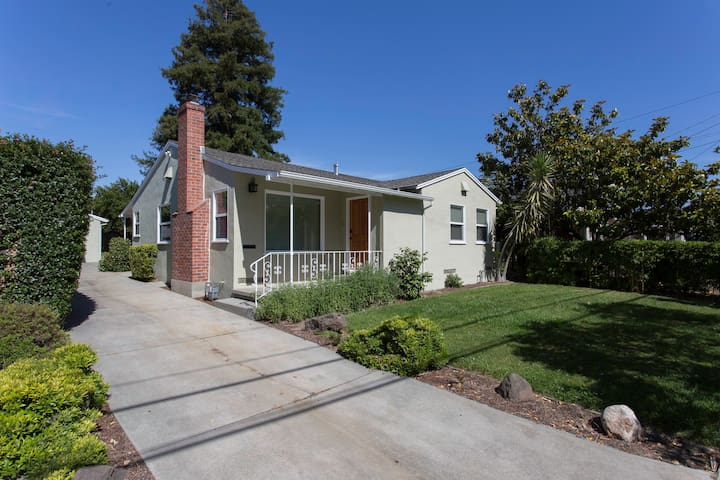 Charming Seabright Beach Bungalow - Santa Cruz