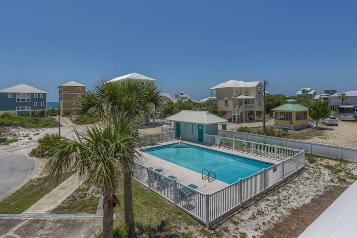 Community Pool, Easy Beach Access, All One Level ~ Fried Green Tomatoes