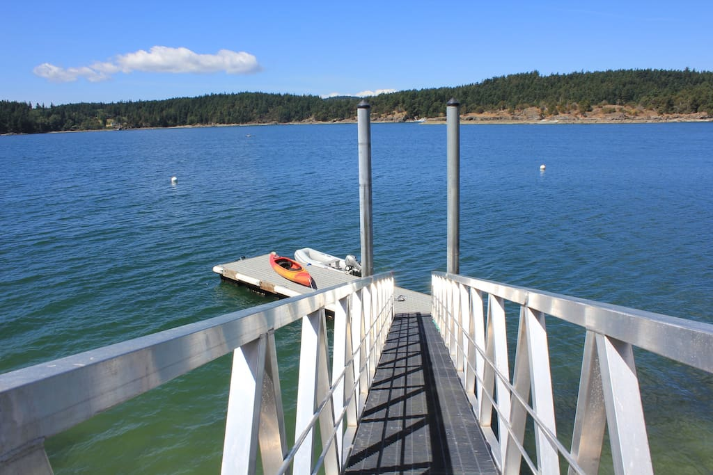 Use of 35 foot deep water dock and mooring buoys included.