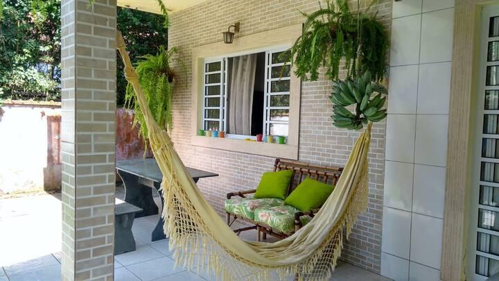 Casa espaçosa em meio à natureza