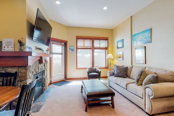 Remodeled ski-in/ski-out condo with a shared pool, hot tub & fitness center!
