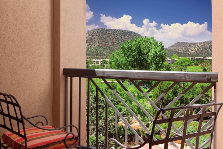 Standard Suite With Views At Oak Creek Village