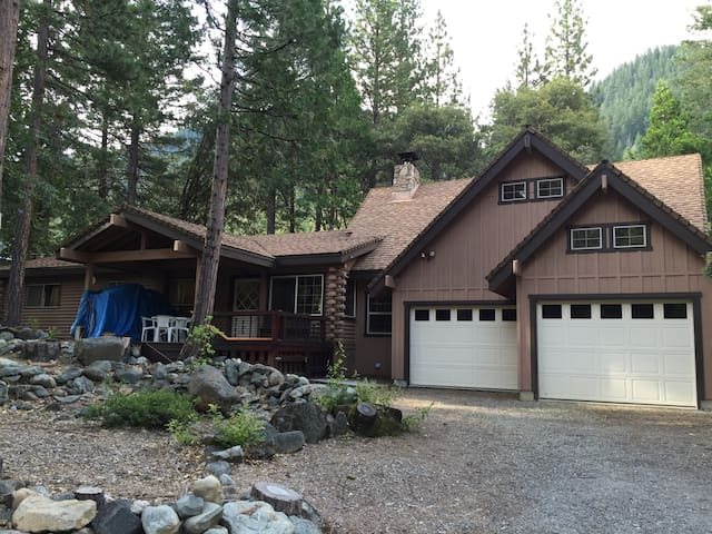 River Front Mountain Cabin w Views! - Sierra City - Haus