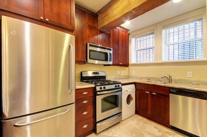 Stunning  2 BR | 1.5 BA Downtown SEATTLE LOCATION