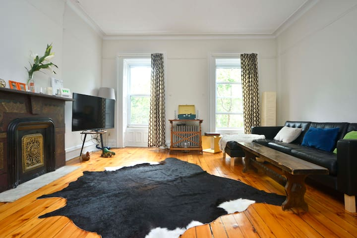 Charming Apartment Up in the Trees - Brooklyn - Lägenhet