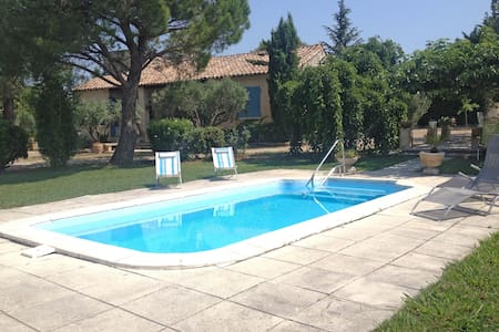 Mas des Collines, room for 2 people. B&B - Fontvieille - Bed & Breakfast