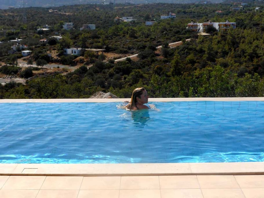 Your own infinity pool AND with a stunning view!