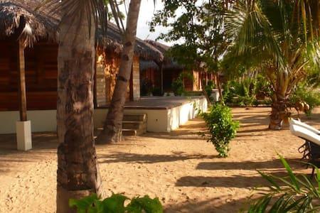 Bungalow bois avec vue sur mer - Cabana