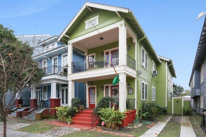 NOJH Landmarked 3BR/1BA 1 block off Magazine St. - New Orleans - Hus