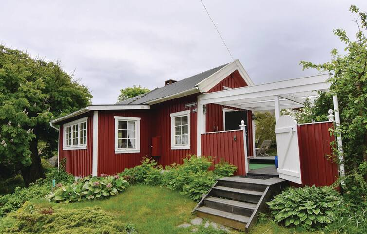 Holiday cottage with 2 bedrooms on 49 m² in Kyrkesund