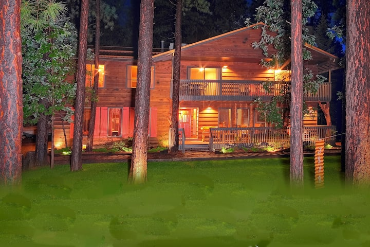 SLEEPS 28-MOUNTAIN LODGE-4500 SQ FT OF FUN