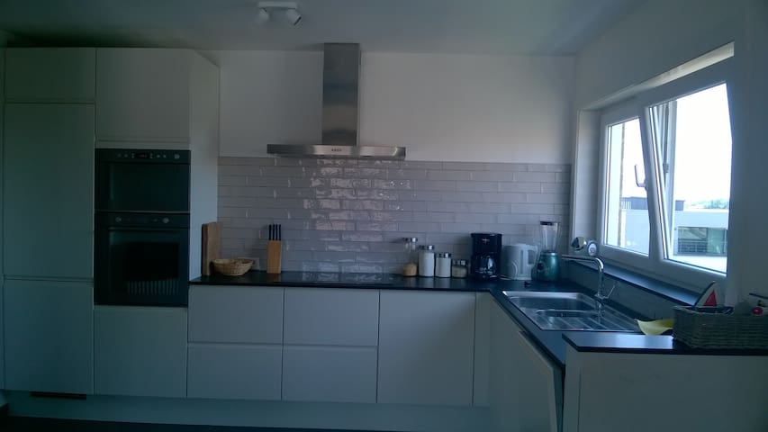 Spacious, light appartment (100m²) - Brugia