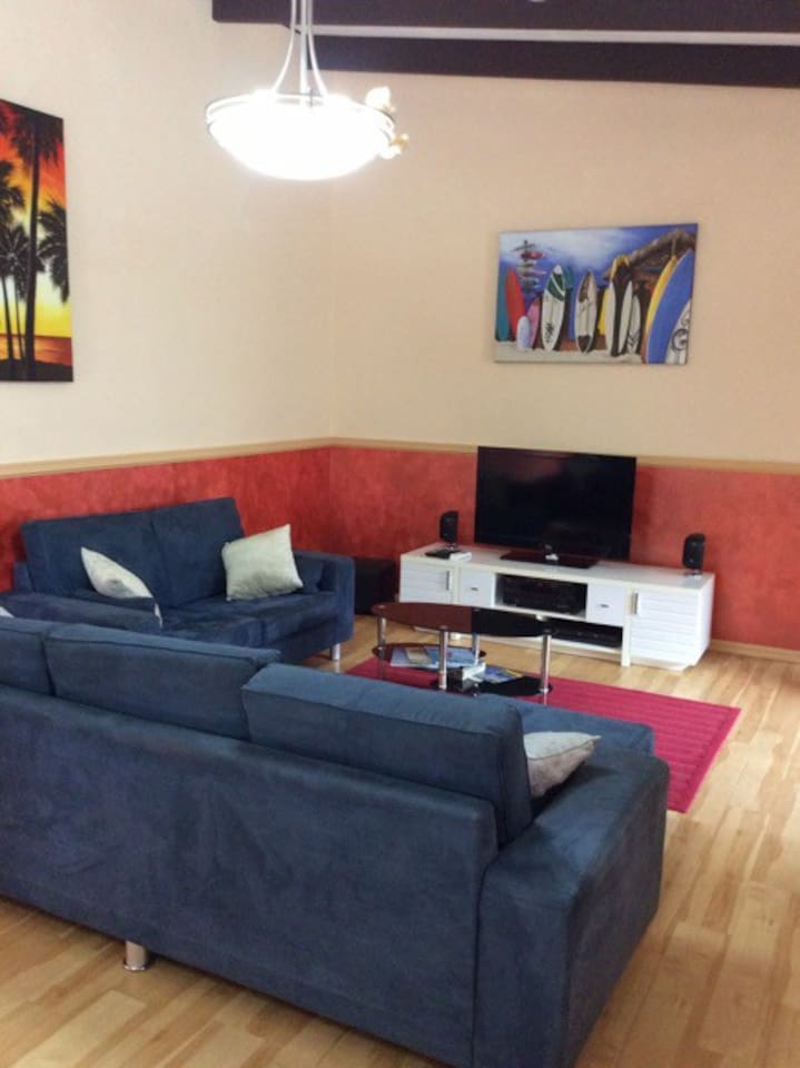 Living room with TV / stereo, internet access, air conditioner