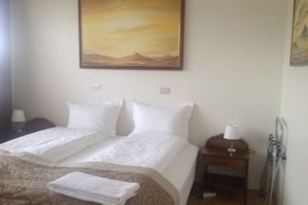 Double room in a nice guesthouse - Laugar