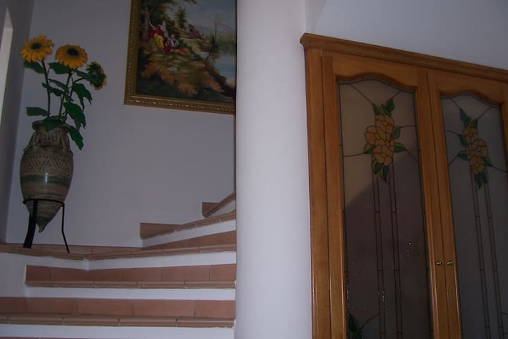 ingresso con scale per il piano notte