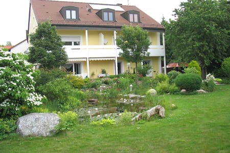 Between MUC and Munich: The Peony - Neufahrn bei Freising - Apartmen