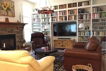 The shared living room has a library of 1000 titles.
